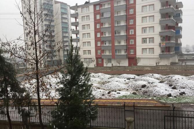 Diyarbakır'da yağan kar sevince yol açtı