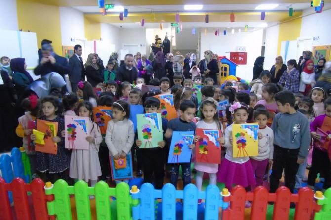 Diyarbakır'da Kur'an kursunda okuyan minik öğrencilere karneleri dağıtıldı