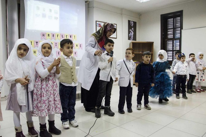 Nezaket Okulları öğrencileri ilk karnelerini aldı