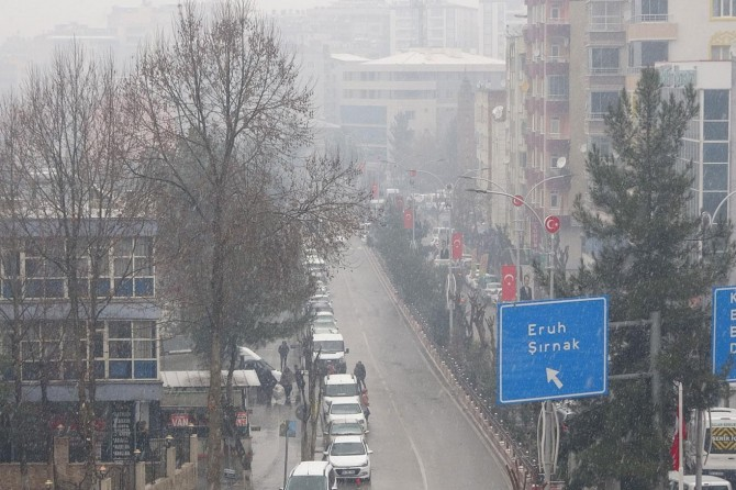 Siirt'te Kısa süreli kar yağışı bile Siirtlileri sevindirdi