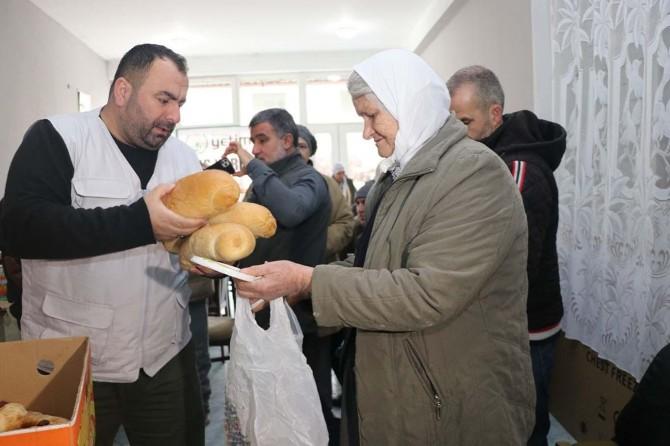 Avrupa Yetim Eli Kosova'da yüzlerece mağdura sıcak aş dağıtımında bulundu