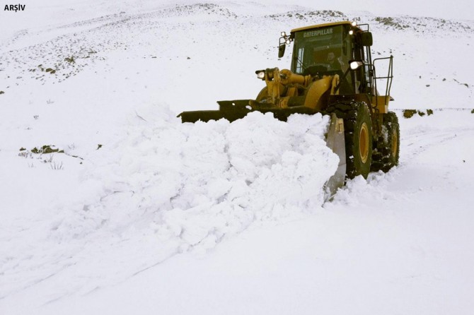 Hakkari'de 141 köy ve mezra yolu ulaşıma kapandı
