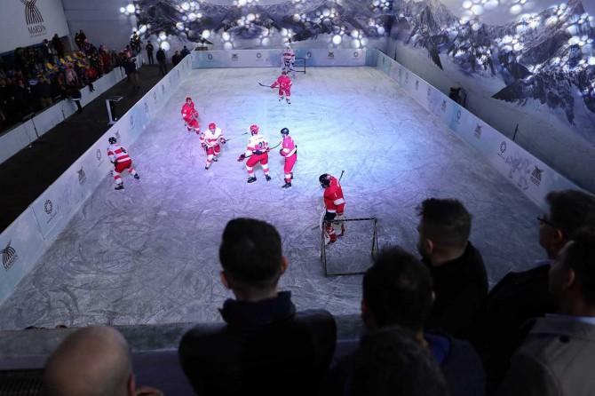 Öğrencilerin sömestir hediyesi buz patenin açılışı yapıldı