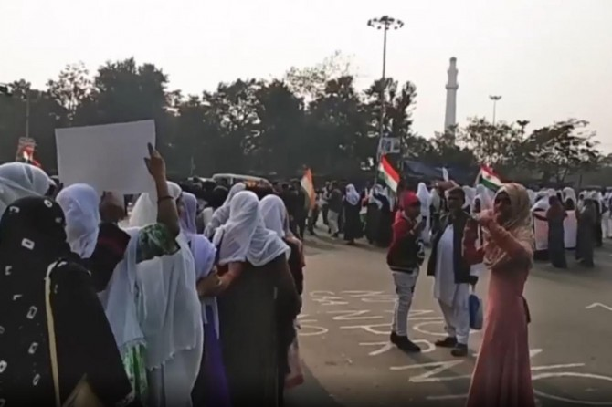 Hindistanlı Müslüman kadınlardan vatandaşlık yasası protestosu