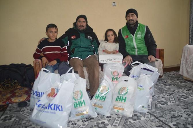 İHH'dan evi küle dönen aileye yardım eli