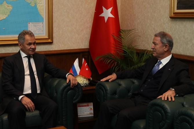 Bakan Akar, Rus Mevkidaşı Şoygu ile İdlib ve Libya'yı görüştü