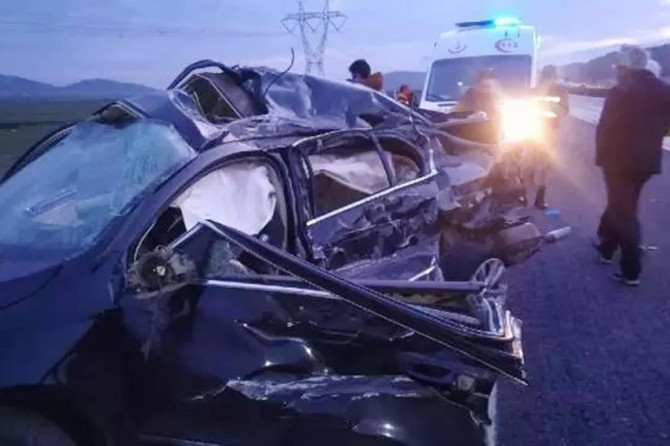 Gaziantep'te TIR ile otomobil çarpıştı: 2 ölü 3 yaralı