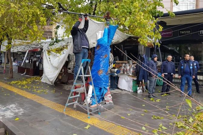 Bağlar Belediyesi şikayetlere konu olan kaldırım işgaline son verdi