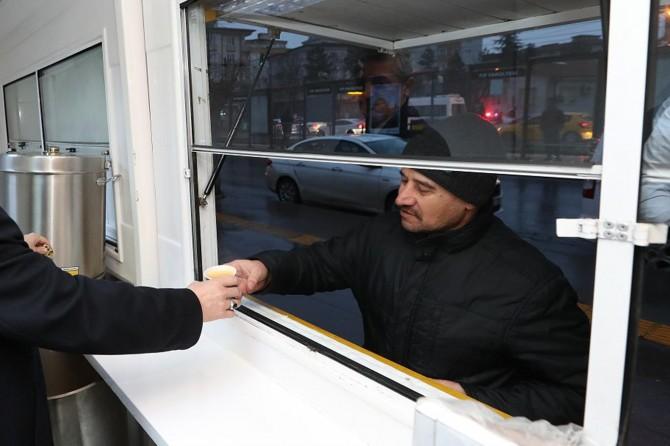 Gaziantep'te güne erken başlayan vatandaşlara her gün ücretsiz çorba ikramı