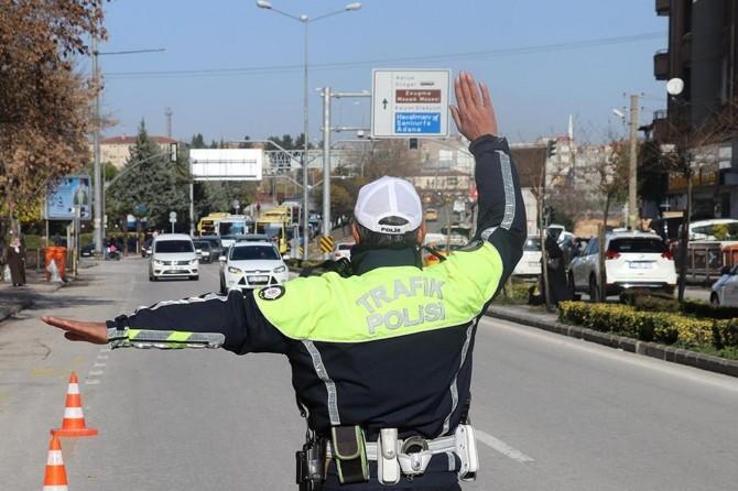 Trafik kurallarını ihlal eden sürücülere para cezası verildi