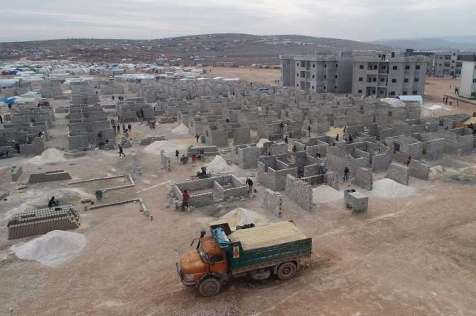 Türkiye'den İdlib'de çadır kentlere alternatif 10 bin briket ev inşası
