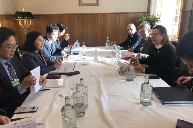 Ticaret Bakanı Pekcan, Davos'ta gazetecilerin sorularını yanıtladı