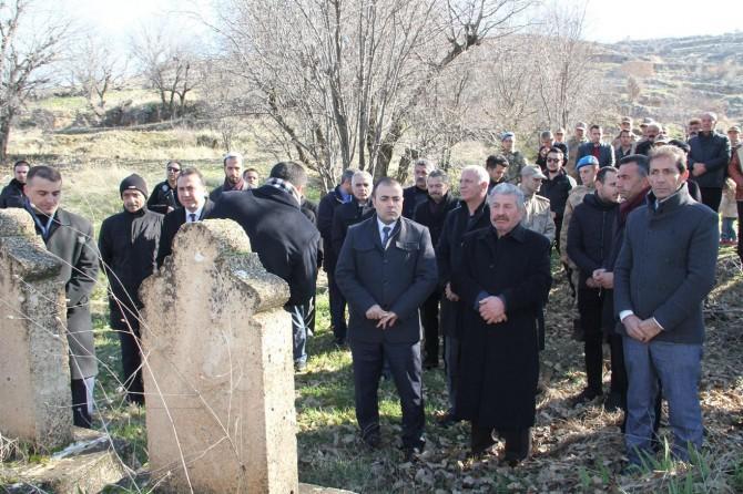 PKK'nin katlettiği 10 köylü 33'üncü yılında kabirleri başında anıldı