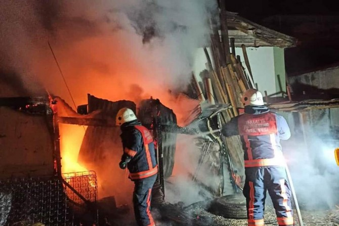 Malatya'da odunlukta çıkan yangın korkuttu