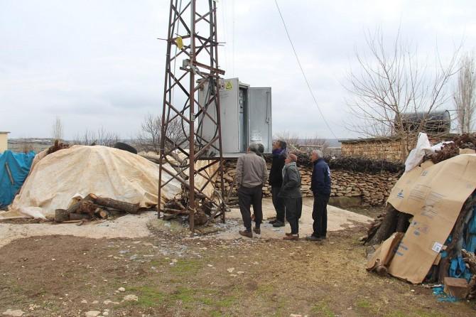 Borçlarını ibraz eden mahalleye elektrik verilmeye başlandı