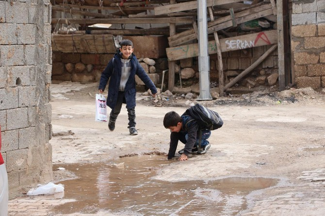 Mardin'de patlayan su şebekesinin onarılmaması tepkilere neden oldu