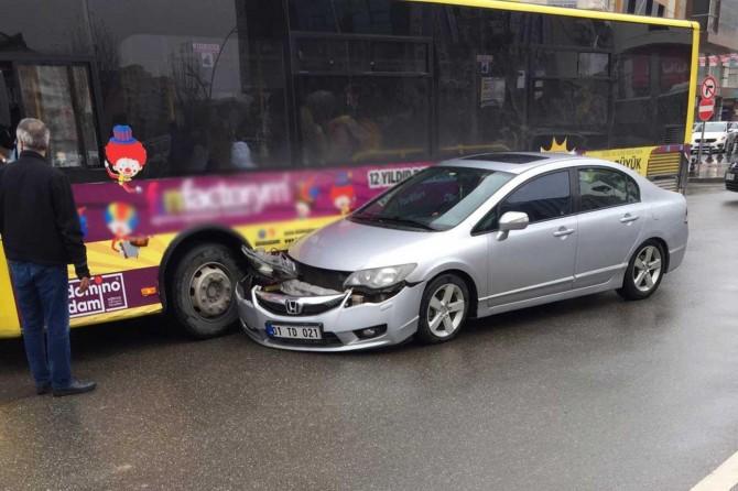 Batman'da iki ayrı trafik kazasında maddi hasar oluştu