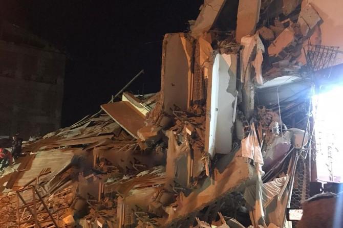 Deprem nedeniyle meydana gelen göçükte 4 kişi enkaz altında kaldı
