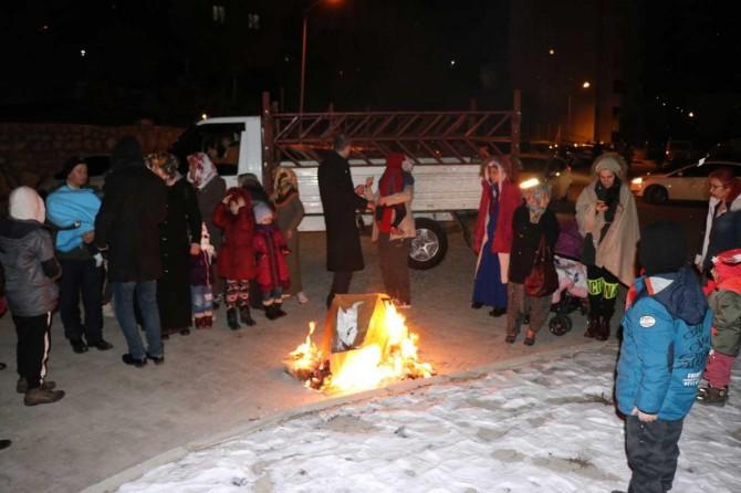Malatyalılar deprem nedeniyle geceyi dışarıda geçiriyor