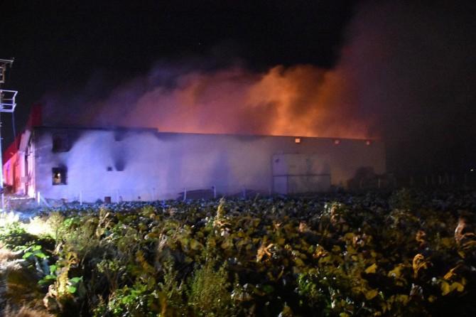 Fabrika yangınında bir kişi hayatını kaybetti