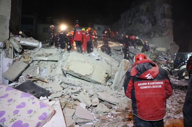 Elazığ Valisi Kaldırım, enkaz altında 38 kişinin olduğunu söyledi