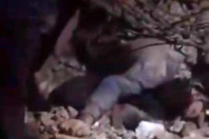 Elazığ'daki depremde bir baba çocukları için kendini siper etti