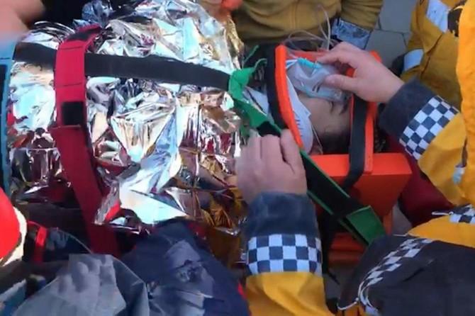 Elâzığ'da enkaz altında temas kurulan Azize kurtarıldı