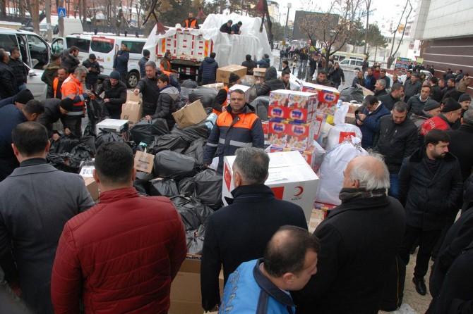 Bitlisliler Elazığ'daki depremzedelerin yaralarını sarmak için seferber oldu