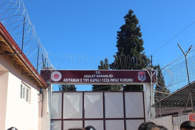 Adıyaman Cezaevi'ndeki 130 hükümlü İslâhiye T Tipi Cezaevi'ne gönderildi