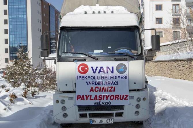 İpekyolu Belediyesi'nden Elazığ'a yardım kamyonu