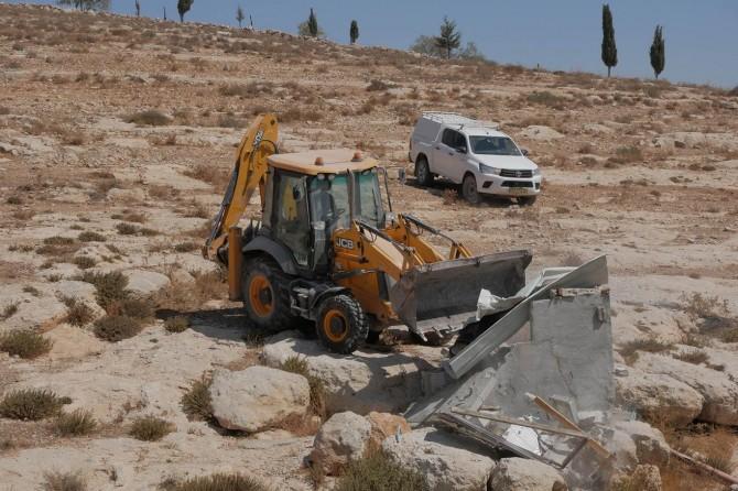 Siyonist terör çetesi Filistin'de su kuyularını yıkarak arazileri kurutuyor