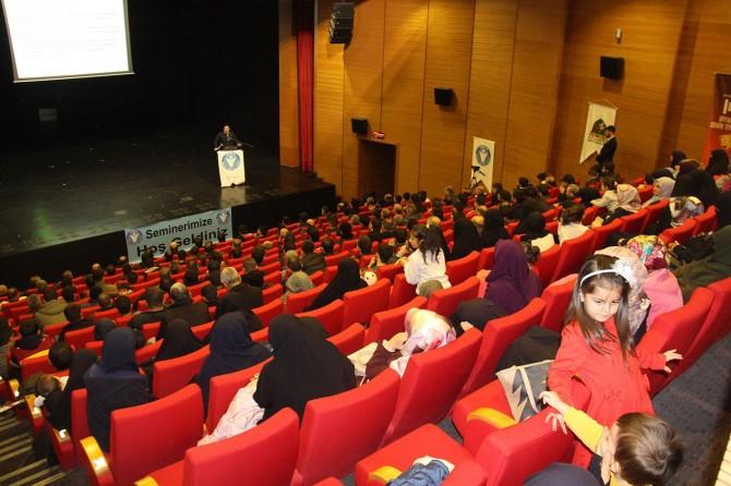 """İDEV Diyarbakır'da """"Sosyal Medya"""" konulu seminer düzenledi"""