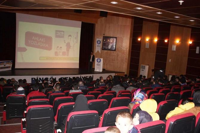 İDEV Bingöl Temsilciliği 'Ahlaki Yozlaşma' konulu bir seminer düzenledi