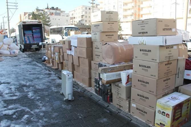 Midyat'tan depremzedelere insani yardım gönderildi