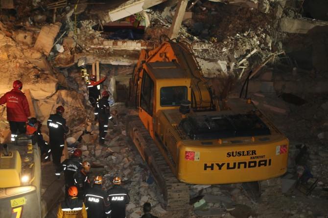 Elazığ'da riskli 22 binanın yıkımına başlandı