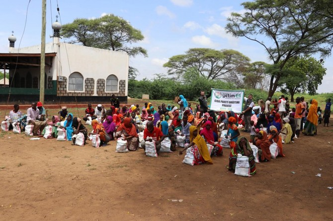 Avrupa Yetim Eli Kenya'da ihtiyaç sahibi ailelere gıda yardımında bulundu