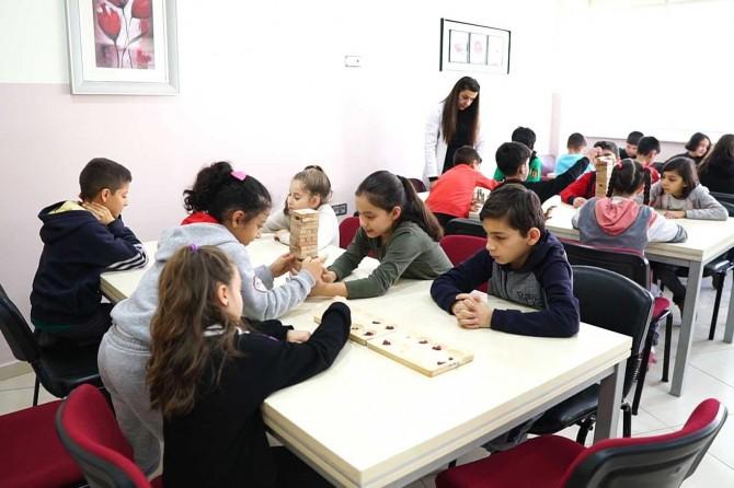 Gaziantep'te öğrenciler tatilini akıl ve zeka oyunları kursunda değerlendiriyor