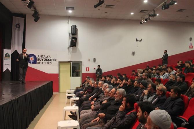 Antalya'da 'Sosyal Medya' konulu seminer düzenledi
