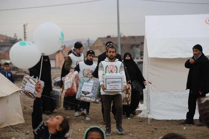 Umut Kervanı Vakfı binlerce depremzedeye yardım ulaştırdı