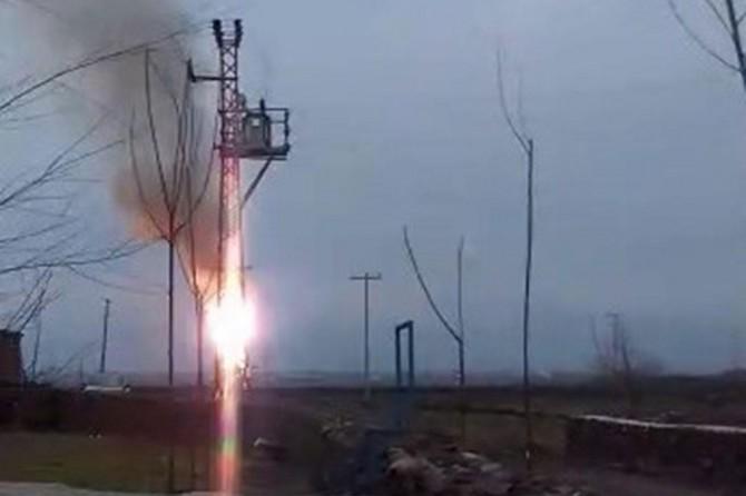 Çınar'da yanan elektrik trafosu korkulu anlar yaşattı
