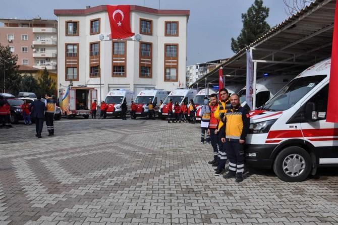Sağlık Bakanlığının Batman'a gönderdiği ambulanslar törenle teslim edildi