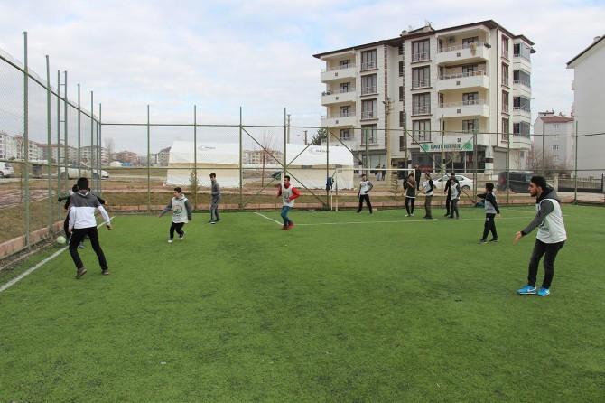 Avrupa Yetim Eli depremzede çocuklarla moral maçı oynadı