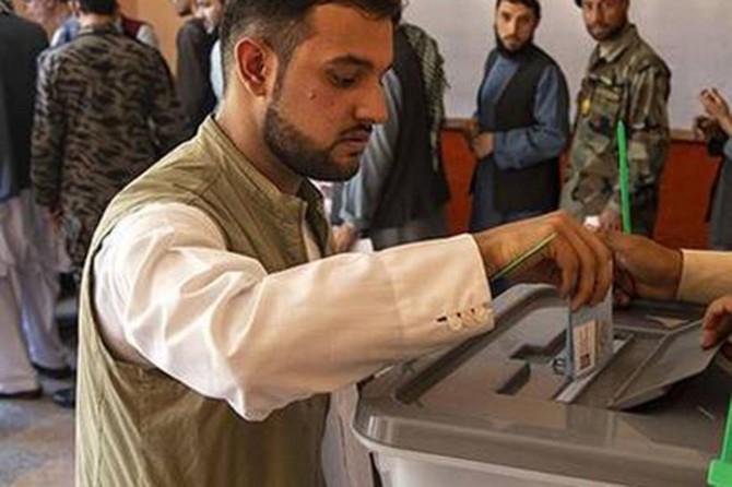 Afganistan'da hileli olduğu iddiasıyla 300 bin oy yeniden sayılacak