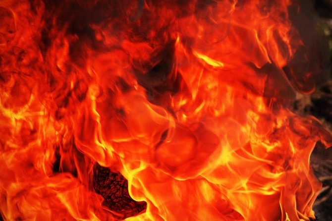Oltu'da yangın: 10 ev ve 6 ahır kül oldu