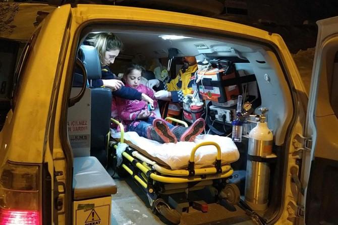 Hasta çocuk 8 saatlik çalışma sonucu sağlık ekiplerine ulaştırıldı
