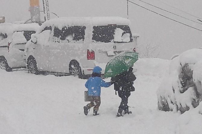 Olumsuz hava şartları nedeniyle birçok ilde okullar tatil edildi