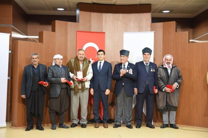 """Şanlıurfa'da Kıbrıs gazilerine """"Millî Mücadele Madalyası"""" verildi"""