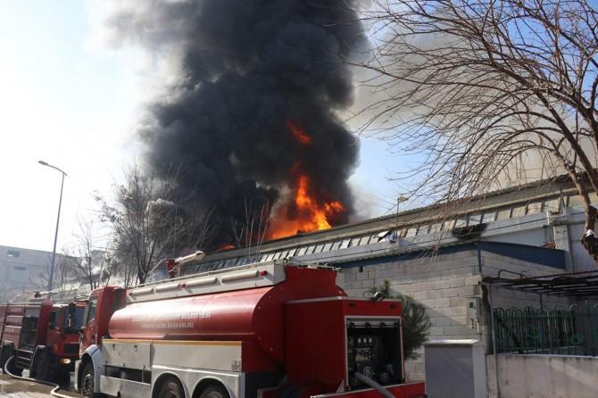 Gaziantep Şehitkamil Küsget Sanayi Sitesi'nde kimya fabrikasında yangın çıktı