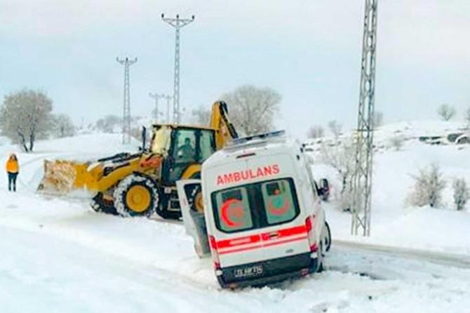 Kar nedeniyle yüzlerce köy ve mezra yolu ulaşıma kapandı