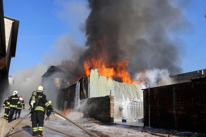 Gaziantep'te kimya imalathanesindeki yangın kontrol altına alındı